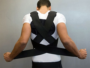 kak-odevat-i-nosit-korset-pri-osteohondroze